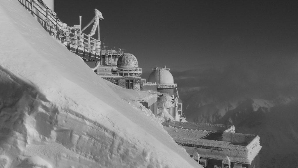 Vue en noir et blanc de l'observatoire