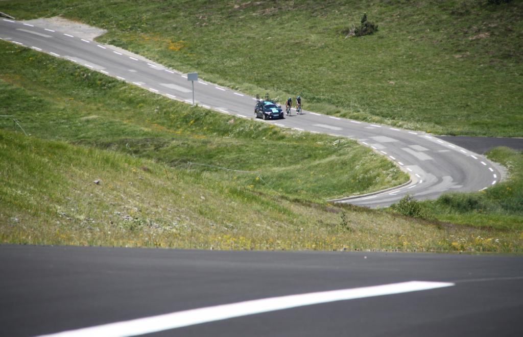 L'équipe Sky en repérage sur l'altiport de Peyragudes / Tour de France