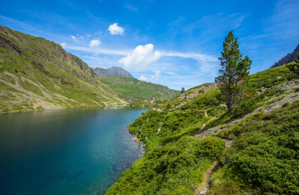 Le Lac d'Ilhéou dans la vallée de Cauterets - Pyrénées - Crédit photo : OT Cauterets