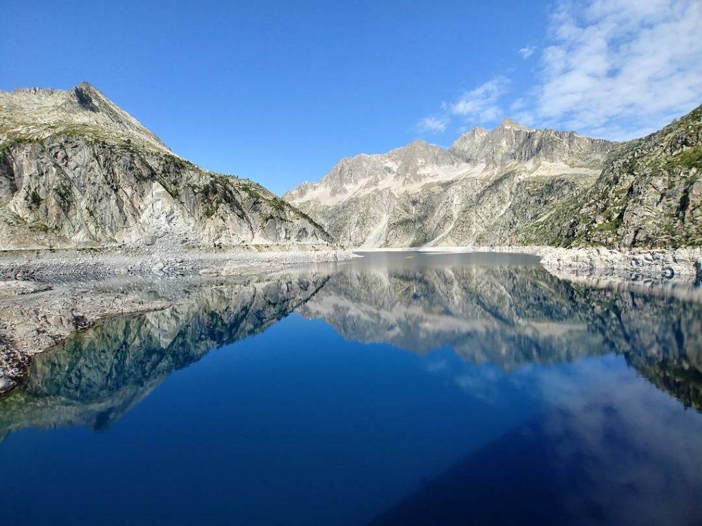 Le Lac du Cap de Long - Pyrénées - Crédit Photo : alberdigari sur instagram