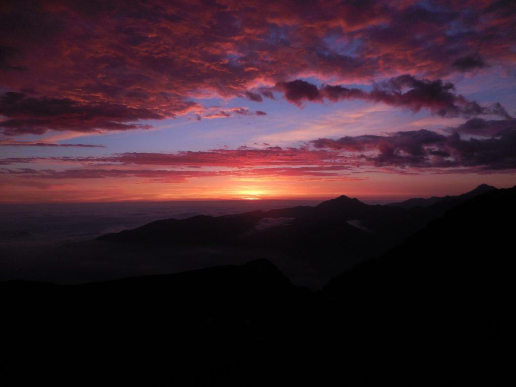 Lever et coucher de soleil dans les Pyrénées en automne