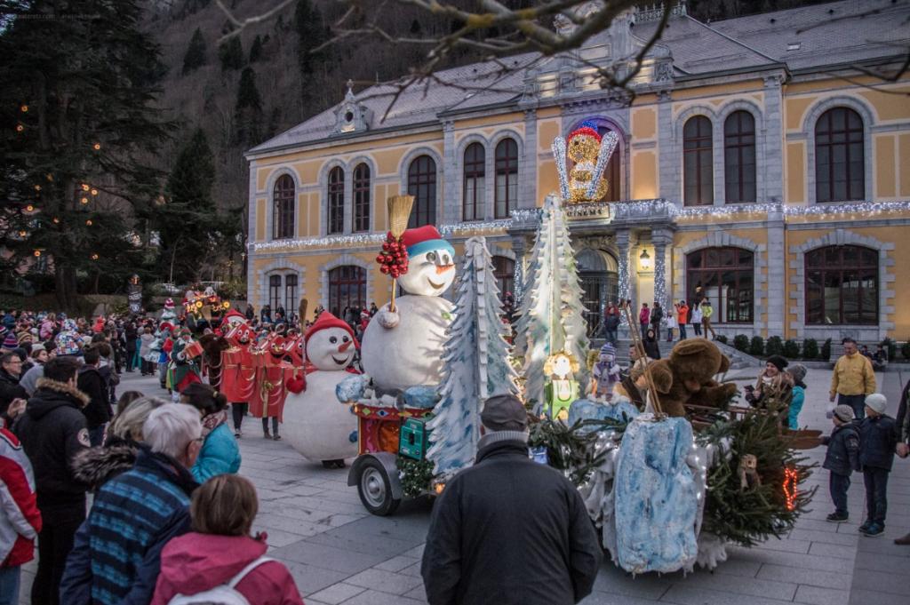 La parade de Noël, Cauterets. - Pyrénées