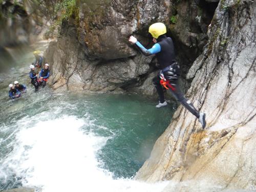 Canyoning dans la vallée d'Ossau avec Kathaayatraa Canyoning - Activités Pyrénées